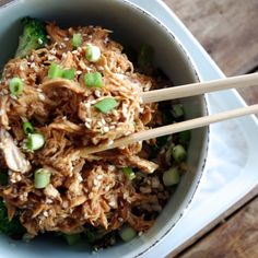 Slow Cooker Honey Sesame Pulled Chicken by nutritionistinthekitchen: Healthy and low cal. Crock Pot Slow Cooker, Crock Pot Cooking, Slow Cooker Recipes, Crockpot Recipes, Chicken Recipes, Cooking Recipes, Healthy Recipes, Meal Recipes, Pulled Chicken
