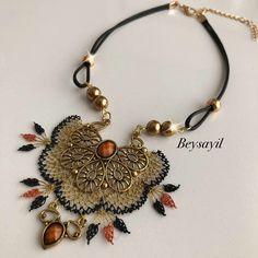 Moda Emo, Needle Lace, Crochet Projects, Folk Art, Needlework, Jewlery, Diy And Crafts, Handmade Jewelry, Jewelry Design