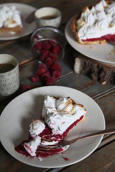Acidulée, réconfortante, gourmande, aujourd'hui nous vous donnons la recette de notre tarte framboise meringuée. Une recette simple pour épatervos amis !