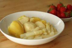 Spargel und Kartoffeln mit veganer Sauce Hollondaise