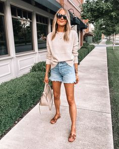 Abercrombie Jeans, Summer Shorts Outfits, Spring Outfits, Outfit Summer, Spring Summer Fashion, Autumn Fashion, Spring Style, Jean Short Outfits, Tennis Shoes Outfit