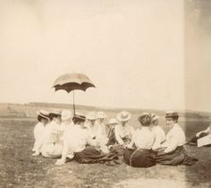 Picnic on the green - c.1900 (Via)