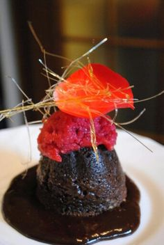 Moelleux au chocolat with strawberry granite