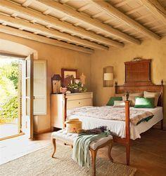 Tradicional, de montaña, campestre, romántico... En nuestra galería hemos reunido 15 dormitorios rústicos muy distintos entre sí pero todos cálidos y acogedores