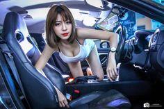 """Dáng chuẩn, chân dài, da trắng muốt cùng cặp tuyết lê tròn trịa, người đẹp Á Đông tạo dáng bên xế Nissan GT-R R35 khiến phái mạnh như bị """"thiêu đốt"""". >>>Người đẹp bikini sexy"""