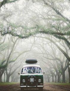 Wandering around 🧭 🚐 1972 Volkswagen bus Tag your travel partner! Volkswagen Bus Interior, Vw Bus T2, Campervan Interior, Vw T1, Vw Camper, Volkswagen Transporter, Beach House Style, Campervan Hacks, Combi Ww