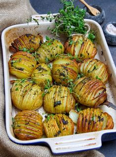 Thyme-Infused Hasselback Potatoes [Vegan, Gluten-Free] - One Green PlanetOne Green Planet Vegan Christmas Dinner, Christmas Side Dishes, Healthy Dishes, Food Dishes, Healthy Eating, Vegetarian Recipes, Cooking Recipes, Healthy Recipes, Diner Recipes