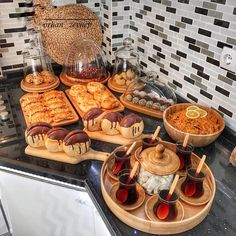Image could contain: food and interior - Berdina Otylia Iftar, Diy Kids Kitchen, Kitchen Wood, Party Food Platters, Food Decoration, Table Decorations, Aesthetic Food, Diy Table, Food Presentation