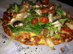 ideal protein recipes phase 1 dinner IP CAULIFLOWER PIZZA The pizza serves one person and is extremely filling. This is a great option for pizza lovers on a diet. Protein Pizza, Healthy Pizza, Protein Foods, Healthy Eating, Protein Dinners, Vegetarian Protein, Healthy Life, Diet Recipes, Pizza