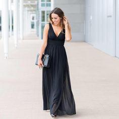 Living in Style OC Blogger Alyssa wears Ever-Pretty Black Double V Elegant Evening Dress Product No. HE09016BK  #EverPretty #EverPrettyDress #EverPrettyGirl #BlackDress #ElegantDress #EveningDress #EveningGown #PromDress #Fashion #Style #FashionBlogger #StyleBlogger #OCBlogger #OOTD #OOTN