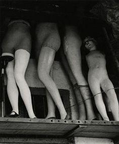 Ferenc Berko - Mannequins, Thieves Bazaar, Bombay, 1938-47. S)