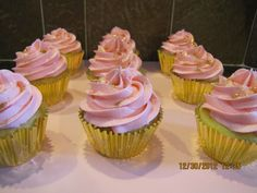 pink and gold cupcakes