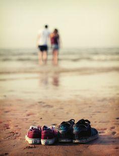 """""""Amar não é olhar um para o outro, é olhar juntos na mesma direção.""""  Antoine de…"""