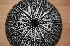 """""""Voss"""" knitted hat. Seen from top."""