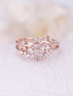 Vintage engagement rings 225180050106260615 - Bague de mariage : Rose gold engagement ring set Curved wedding women Diamond Cluster ring Unique e Source by Beautiful Wedding Rings, Wedding Rings Rose Gold, Diamond Wedding Bands, Wedding Jewelry, Rose Gold Rings, Diamond Cluster Engagement Ring, Engagement Ring Settings, Vintage Engagement Rings, Diamond Rings