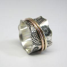 Items op Etsy die op Vintage geïnspireerde Paisley Sterling Zilver Spinner Ring met 14k Rose Gold en 10k Yellow Gold Spinners lijken