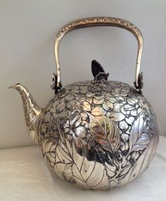 Antique Japanese Silver Teapot with Floral Foliate Design & Copper Butterfly Finial on Lid Jugendstil Design, Silver Teapot, Art Japonais, Teapots And Cups, Tea Art, My Cup Of Tea, Tea Service, Tea Time, Antique Silver