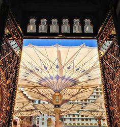 "Al-Masjid an-Nabawii (""The Prophet Mosque"") H Architecture; Rasuulu-Llaah Mu`hammad ﷺ - Raa`shidah - Umawiyyah - `Abbaasiyyah (Mamaalik Sulthaanate) - `Utsmaaniiye Caliphate - Empire - Kingdom of Saudi Arabia, `Hijaaz, Madiinah al-Munawwarah) Masjid Al Nabawi, Medina Saudi Arabia, Mecca Madinah, Mecca Masjid, Dubai, Mekkah, Beautiful Mosques, Grand Mosque, Islamic Architecture"