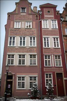 "#Ogarna 2.0 in #Gdańsk | Adam Romuald Kłodecki ""Theos"". More info here: www.urbanforms.or... Pic by Marek Szymański. #Theos #streetart #urbanforms #fundacjaurbanforms"