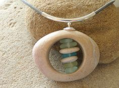 Sea glass necklace .Collier galet de plage et verre par PARALIA