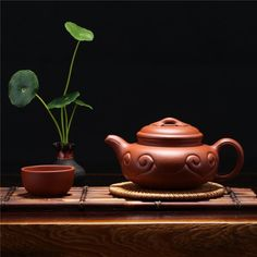 時光悠遠,世事淡然;有一種情懷,淡香如茶;有一種人生,清澈如水…… Asian Teapots, Zen Tea, Tea Culture, Chinese Tea, Yixing, Cacao, British Style, Tea Time, Tea Party