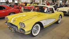 I really adore this finish color for this chevy convertible Chevrolet Corvette C1, 1958 Corvette, Old Corvette, Classic Corvette, Yellow Corvette, Corvette Summer, Chevy Sports Cars, Toyota, Volkswagen
