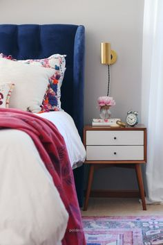 Great Blogger Home Tour /// House Of Hipsters /// Master Bedroom with a Mid Century Modern and Bohemian style and look. Click thru to read more. The post Blogger Home Tour /// House Of Hips ..