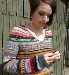 Leftover sock yarn sweater with steeked V -neck. I know someone who is always knitting socks - this would be a great pattern for her! Knitting Socks, Free Knitting, Start Knitting, Knit Socks, Knit Crochet, Crochet Pattern, Moda Emo, Sock Yarn, Knitting Designs