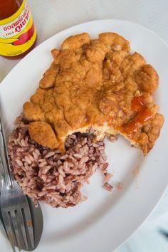 Thai Street Food Pork Omelet Recipe (Kai Jeow Moo Sab ไข่เจียวหมูสับ) - http://www.eatingthaifood.com/2014/04/thai-omelet-recipe-kai-jeow-moo-sab/