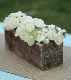 Coole Deko Ideen - Baumstumpf  Vase weisse Rosen