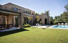 Bungalow House Design, Modern House Design, Posh Houses, Casas Country, My House Plans, Adobe House, Farmhouse Landscaping, Garden Deco, Mediterranean Home Decor