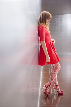 Looking for ways to spruce up your outfits? Why not give tights a try? Take a peek at these 8 cool tights to make your outfits look more fun. Cute Skirts, Cute Dresses, Mini Skirts, Summer Skirts, Summer Dresses, Eleonore Bridge, Cool Tights, Floral Tights, Frock Fashion
