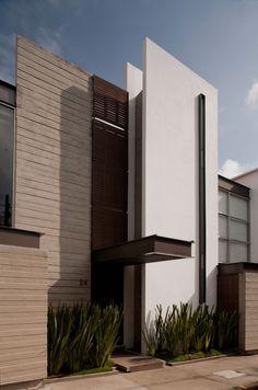 SPS+Sinapsis Arquitectos Minimal Architecture, Facade Architecture, Residential Architecture, Loft Design, Modern House Design, Facade Design, Exterior Design, Building Facade, Villa