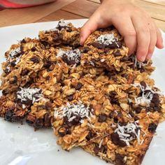 Cuadritos de granola con platano y chocolate