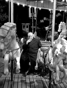 Director Alfred Hitchcock on the set of 'Strangers on a Train' Hitchcock Film, Alfred Hitchcock, Vintage Hollywood, Classic Hollywood, Por Tv, Great Films, Silent Film, Film Director, Film Stills