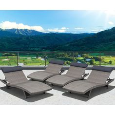 The Mykonos Deluxe loungers combines quality, style and comfort. This contemporary style, combined with the ability to re-arrange the individual pices, makes this the perfect set.