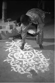 Hoodoo Magick Rootwork:  Drawing a #vévé, possibly for Ogou or Damballah. It's extremely elaborate.