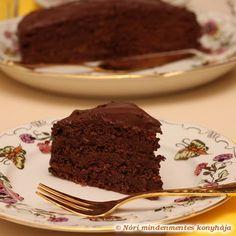 Csupa csoki torta 12 dkg dió 5 tojás 40g nyírfacukor 2 ek. kakaópor 3 dl házi mandulatej vagy bolti szójatej 200g 81% kakaótartalmú étcsokoládé (22,8 g CH/100g) 75g cukornak megfelelő sztevia szirup (kb. 40 csepp) vagy folyékony édesítőszer 1 kk. házi vaníliakivonat (elhagyható) 20g keményítő 1 kk. zselatin