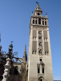 Postcards from Spain: La Giralda, Seville *photo by Robert Bovington* blog: http://bovington-posts.blogspot.com.es/2011/11/la-giralda-seville.html#