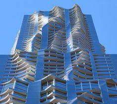 Já ouviu falar no Beekman Tower? É um prédio com a fachada em formato ondulado.  Algo INCRÍVEL! Veja mais fotos.
