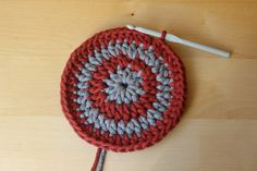 #JakZmienićKolor #Koło #NaSzydełku #Crochet #Tutorial Crochet Hats, Make It Yourself, Youtube, Knitting Hats, Youtubers, Youtube Movies
