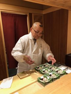 Master tempura chef Aragaki-san.  Visitors to Tokyo should try his outstanding tempura course dinner.  Highly recommended.