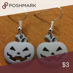 New Gray Happy Pumpkin 🎃 Earrings ❤️BUNDLE 3 OR MORE ITEMS AND SAVE 20% ❤️ Any questions let me know. 🤔 629P Jewelry Earrings