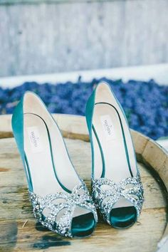 Oooooo pretty! Wedding colors match the teal and gray/silver