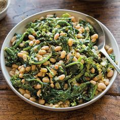 Lemony White Beans with Broccoli Rabe. Easy and delicious. I didn't have broccoli rabe so I used regular broccoli. Bean Recipes, Vegetable Recipes, Vegetarian Recipes, Cooking Recipes, Healthy Recipes, Soup Recipes, Vegetarian Barbecue, Skillet Recipes, Barbecue Recipes