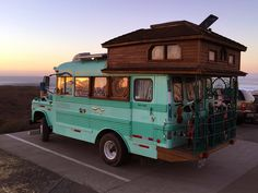 caravan organisation the cool bus and the sunset der coole bus und der sonnenuntergang Bus Camper, Camper Life, Tiny Camper, Small Campers, Kombi Trailer, Camper Trailers, Caravan Decor, Caravan Hacks, Kombi Home