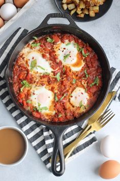 The best. The best shakshuka recipe with perfectly spiced tomato sauce, peppers, onions, and eggs. The most epic brunch served with pan-fried potatoes or crusty bread! Egg Recipes, Soup Recipes, Vegetarian Recipes, Dinner Recipes, Cooking Recipes, Healthy Recipes, Cheap Recipes, Potato Recipes, Casserole Recipes