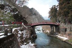 Au nord de Tokyo, la petite ville de Nikko (90.000 habitants) est prisée des touristes pour la beauté de ses paysages, ses temples et sanctuaires dont certains sont classés au Patrimoine mondial de l'Unesco. Sa région...