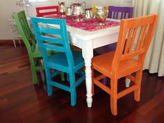 +VINTOUCH+ MUEBLES ,RECICLADOS ,PINTADOS A MANO : enero 2015 Mexican Style Kitchens, Kid Table, Outdoor Furniture Sets, Outdoor Decor, Kitchen Styling, Home Living Room, Dining Chairs, Dining Room, Painted Furniture