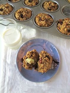Cranberry muffin recipe with whole wheat flour and oats. Made 29/05. DELICIOUS! :)